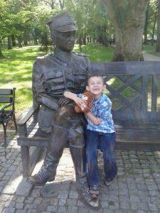 Kacper i Teddy Eddie w Solankach na wycieczce_3