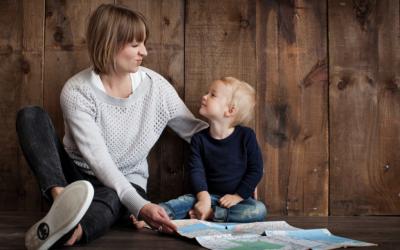 Jak budować dobre relacje z dziećmi, czyli co zrobić z laurką i historią o cioci Basi?