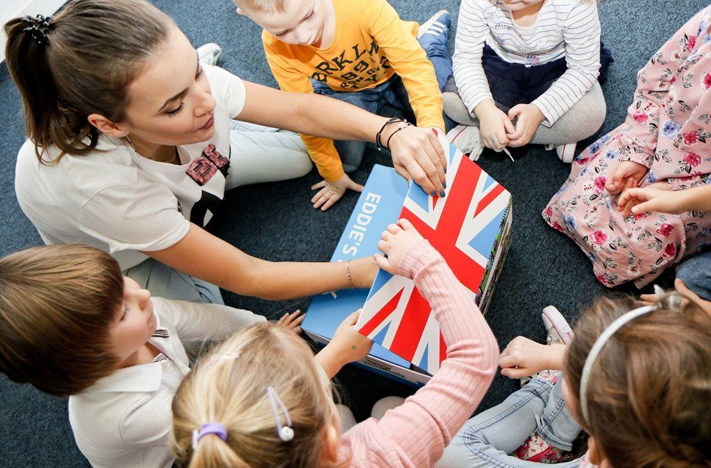 Indywidualnie czy grupowo – czyli co mam zrobić, aby moje dziecko mówiło po angielsku?